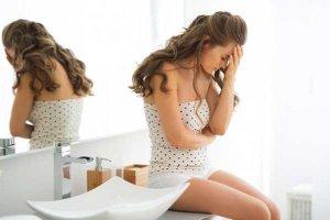 увеличенные яичнеки, избыточный рост волос по всему телу