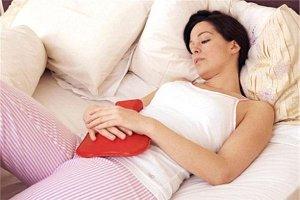 Признаки и симптомы кисты яичника у женщин. Обычно киста яичника не даёт о себе знать и уменьшается до полного исчезновения за несколько месячных циклов.